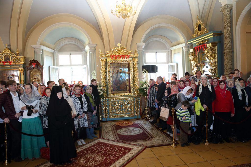 Празднование годовщины возвращения Иверского образа Пресвятой Богородицы в Новодевичий монастырь